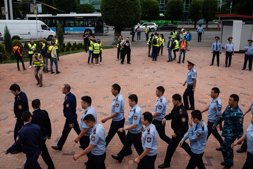 My protest brings all the boys to the yard: Police deploying during election-time rallies in June. (Photo: Danil Usmanov)